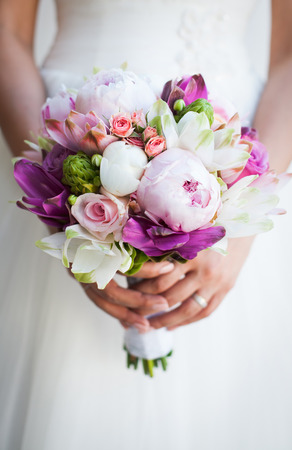 arm bouquet: Beautiful wedding bouquet in hands of the bride