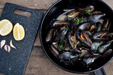 wine sauce: Mussels cooked with white wine sauce