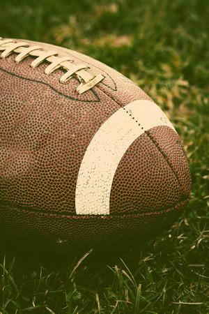 arbitros: Close up de un fútbol americano Foto de archivo