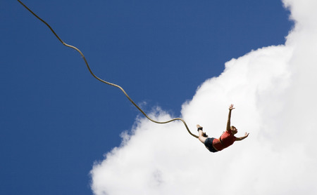 bungee jumping: Puenting Foto de archivo