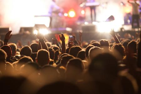 concerto rock: Multitud en el concierto Foto de archivo
