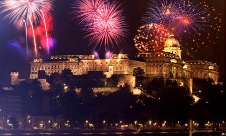 Neujahr in der Stadt - Budapest Parlament mit Feuerwerk