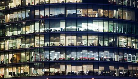 fenêtres du bureau d'affaires Gratte-ciel, bâtiment d'entreprise à Londres City, Angleterre, Royaume-Uni