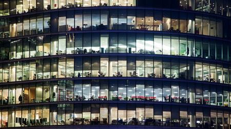 Fenêtres du bureau d'affaires Gratte-ciel, bâtiment d'entreprise à Londres City, Angleterre, Royaume-Uni Banque d'images - 72345826