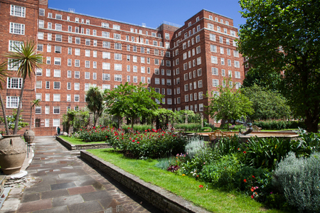 LONDONUK - MAY 20 : View of Dolphin Square inside he famous apartment block Dolphin House, home to many MPs and at one time Princess Anne. Редакционное