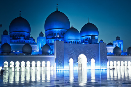 sheikh zayed grand mosque at dusk, Abu Dhabi, UAE