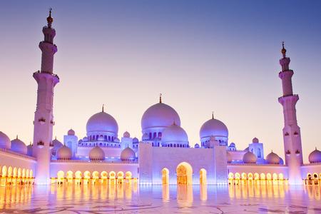 sheikh zayed grand mosque at dusk, Abu Dhabi, UAE