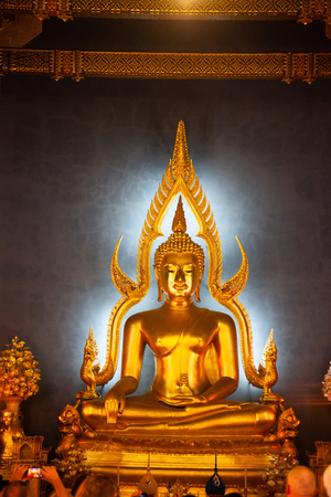 statue of Buddha in Wat Benchamabopit, Bangkok, Thailand Reklamní fotografie - 121339361