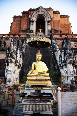 wat Chedi Luang Varavihara, Chiang Mai, Thailand Reklamní fotografie - 121339402