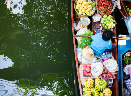 floating market - top view of boat full of fresh fruits on sale Reklamní fotografie - 121339410