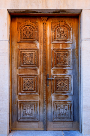 Vintage wood background with carving. Fragment of carved  door in Church, Greece. Foto de archivo - 123329564