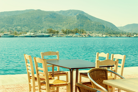 Cafe on the seacoast in the port of the island of Salamis, Greece. Foto de archivo - 123329565