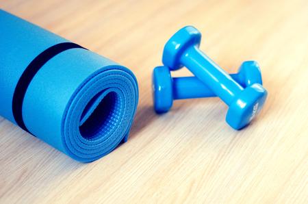 gimnasio: Colchonetas para clases de fitness y pesas