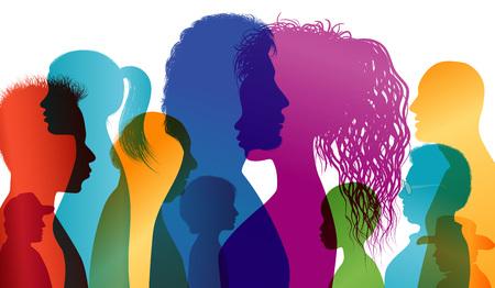 Perfiles de silueta de personas multirraciales. Diálogo intercontinental. Grupo de personas de diferentes edades y nacionalidades. Vector de exposición múltiple