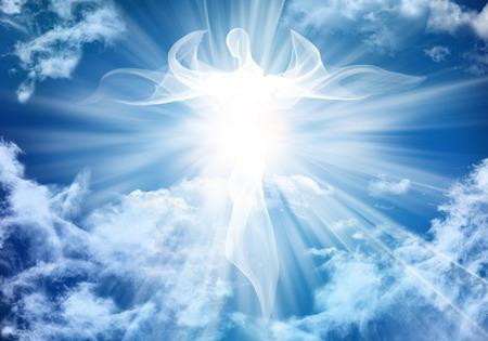 Ilustración ángel blanco abstracto. Nubes del cielo con rayos de luz brillantes. Foto de archivo