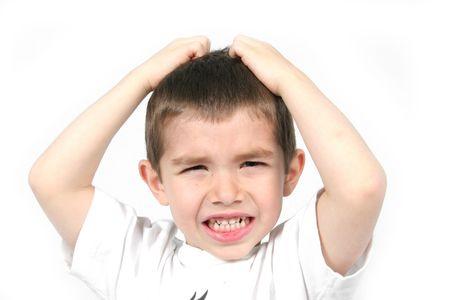 Angry Boy met de handen op het hoofd - Mad