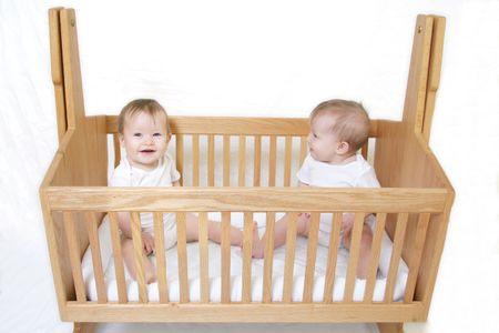Little Baby set van Twins in de kribbe - alleen een baby!