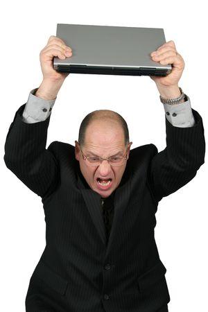 Business man met een laptop boven het hoofd, de mens is gek met zijn computer