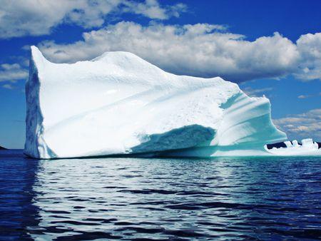 Ijs Berg in oceaan kust van Newfoundland Stockfoto