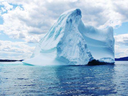 Iceberg in Atlantic Ocean off Newfoundland Iceberg in Atlantic Ocean off Newfoundland  스톡 콘텐츠