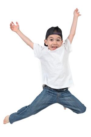 ni�o saltando: Ni�o saltando sobre fondo blanco aislado