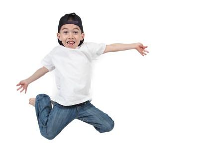 격리 된 흰색 배경에 점프 어린 소년