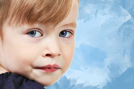 beaux yeux: Adorable petite fille avec de beaux yeux