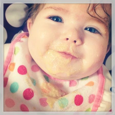 Baby girl glücklich Ausdruck Standard-Bild - 33804491
