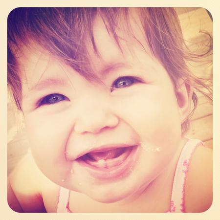 Lachen des jungen Mädchens Standard-Bild - 33349358