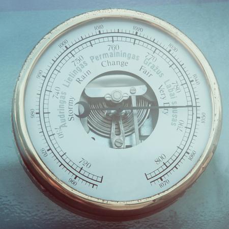 pluviometro: bar�metro de cerca la foto de la vendimia en el estilo retro
