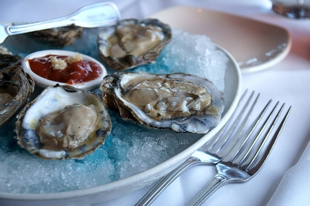 seafruit: Oysters serving