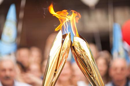 relè Sport. Sport Torch Relay. simbolo sport. Simbolo di adempimenti sportivi. trasferimento Fuoco. Archivio Fotografico