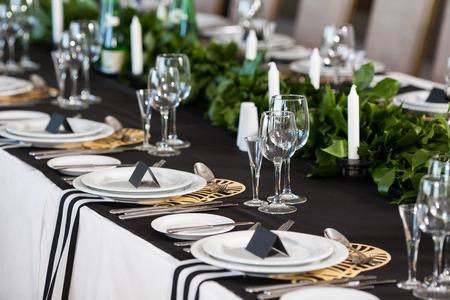decoración de la boda. interior de la boda, la decoración festiva, diseño de la mesa. Foto de archivo