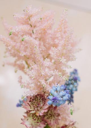 Hochzeitsdekor Festliches Dekor Blumenstrauss Aus Fruhlingsblumen