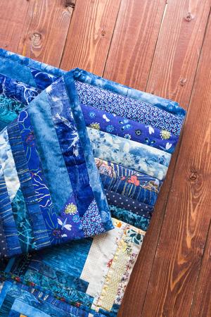 A Colcha De Retalhos Colorida Com Padrão De Geometria Azul