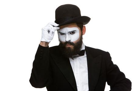 feindschaft: Portrait der verd�chtigen mime isoliert auf wei�em Hintergrund. Konzept von Misstrauen und Feindseligkeit
