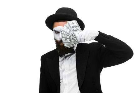 mimo: m�mica como hombre de negocios la celebraci�n dinero aislados en un fondo blanco. concepto de amor al dinero y el poder Foto de archivo