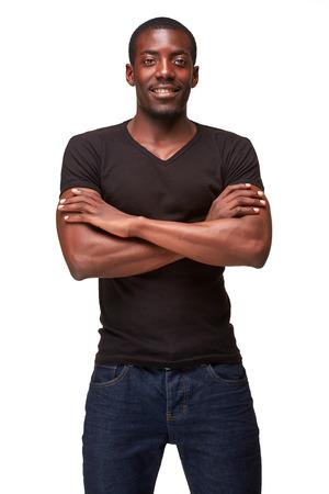 modelos negras: retrato de hombre africano hermoso joven negro sonriente, aislado sobre fondo blanco. Emociones humanas positivas
