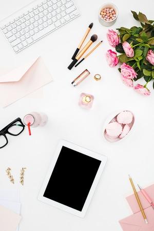 ファッション女性、白ファッション女性オブジェクトの上面の静物。女性のモックアップの概念 写真素材