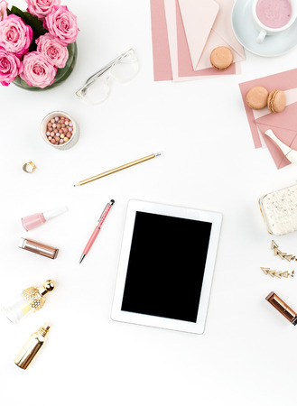 стиль жизни: Натюрморт женщины моды, вид сверху женщины моды объекты на белом фоне. Концепция женского макете