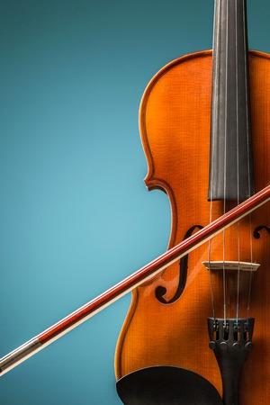De viool vooraanzicht op blauw Stockfoto