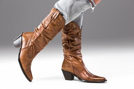 ジーンズとカウボーイ ブーツの足 写真素材