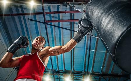 Afro-Amerikaanse mannelijke bokser. Stockfoto