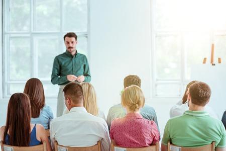 会議場でのビジネス会議で講演。 写真素材