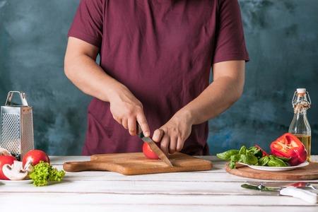 haciendo pan: Closeup hand of chef baker making pizza at kitchen