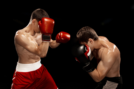 Two professional boxer boxing on black background, 免版税图像 - 81801669