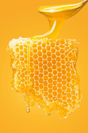 甘い黄色のハニカム