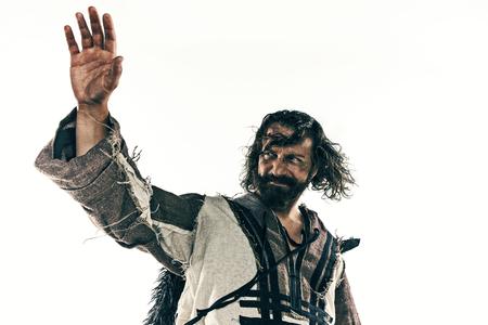 白い背景に、ポーズの戦いの残忍なハゲ向かったバイキングの肖像画。 写真素材