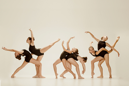現代バレエダンサーグループ 写真素材