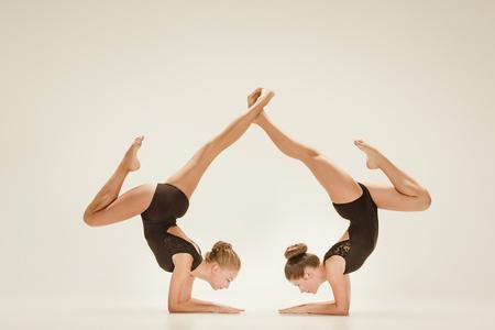 Les deux danseurs de ballet modernes Banque d'images - 87047553